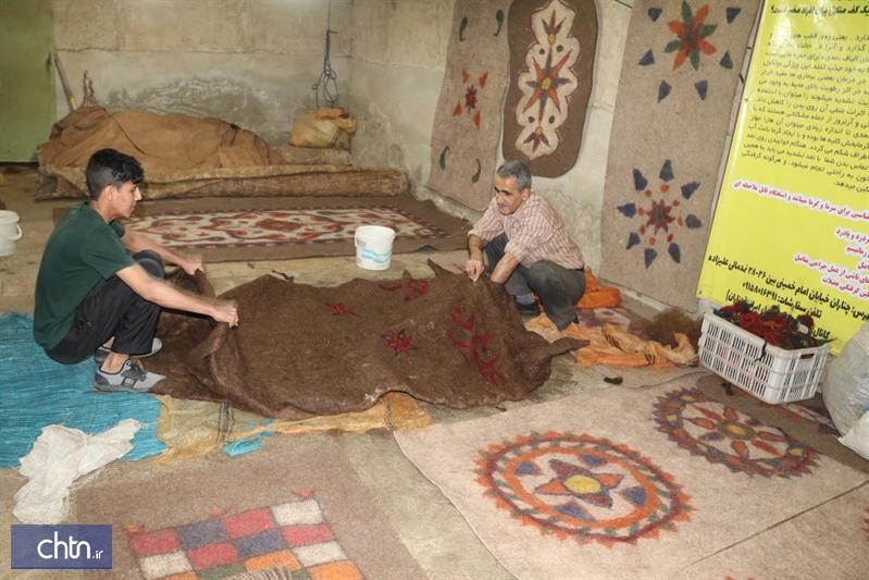 نمدمالی در اردوگاه کاردرمانی چناران آموزش داده می گردد