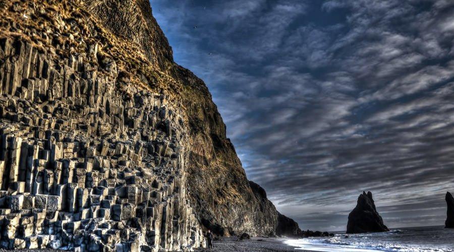 نگاهی به رِینِس دِرانگر، پدیده ای غیرطبیعی در سواحل ایسلند