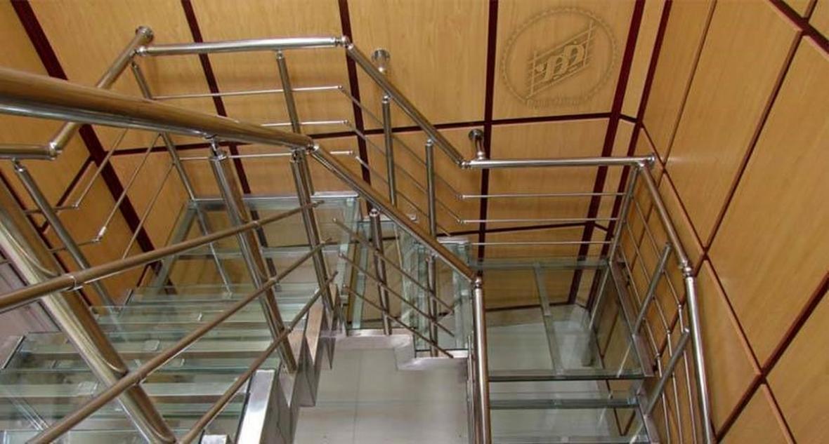 شرکت پردیس نرده: طراحی و فراوری و اجرای انواع نرده استیل، نرده شیشه ای، نرده آلومینیومی